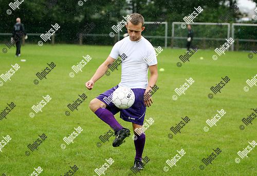 2010-08-07 / Seizoen 2010-2011 / Voetbal / Gooreind / Yona Paelinckx..Foto: mpics