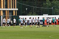 Spieler kommen zum Training - 29.05.2018: Training der Deutschen Nationalmannschaft gegen die U20 zur WM-Vorbereitung in der Sportzone Rungg in Eppan/Südtirol