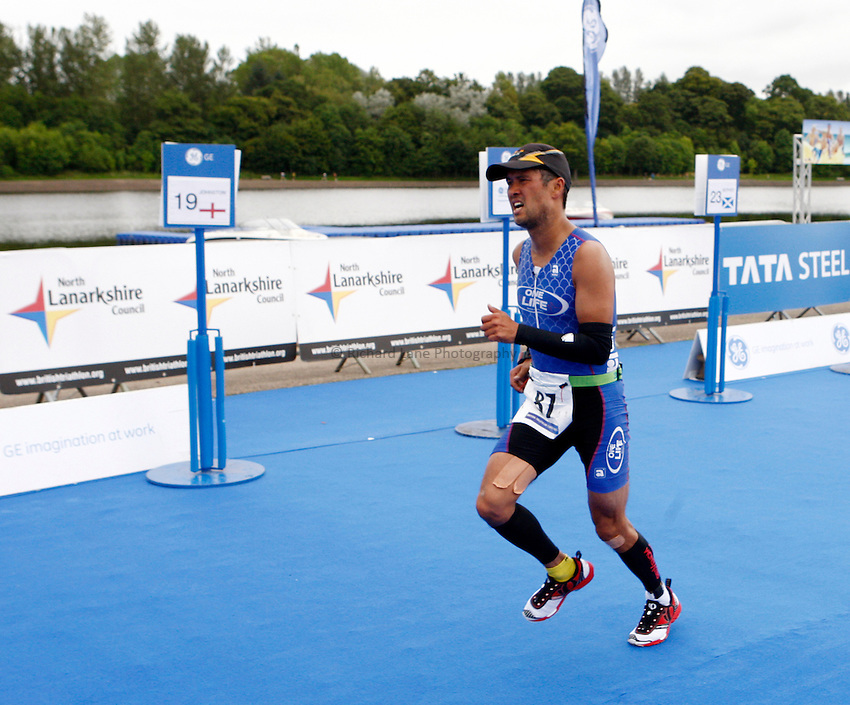Photo: Richard Lane/Richard Lane Photography. GE Strathclyde Park Triathlon. 02/09/2012. Age Group run.