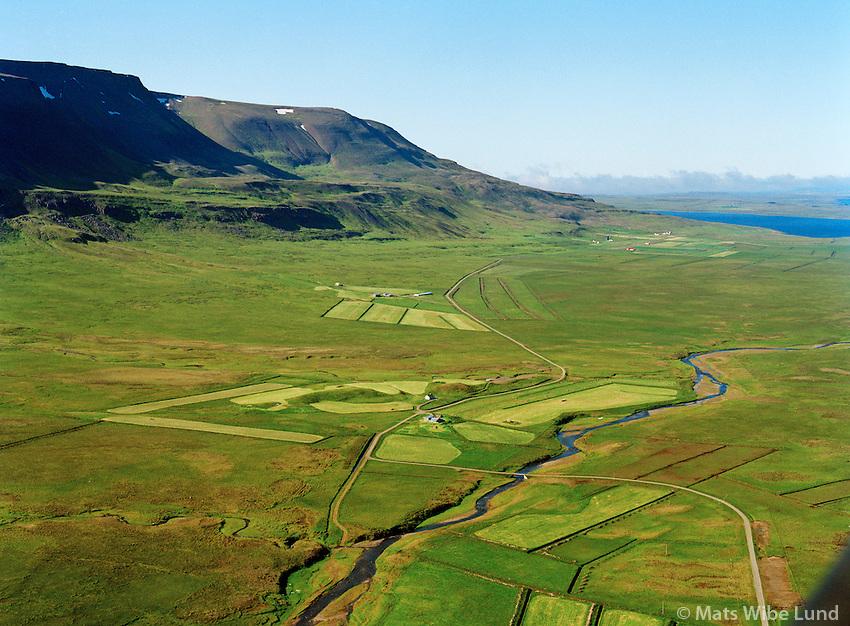 Ljótshólar og Snæringsstaðir séð til norðvesturs, Húnavatnshreppur áður Svínavatnshreppur / Ljotsholar and Snaeringsstadir viewing northwest, Hunavatnshreppur former Svinavatnshreppur.