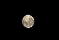 São Paulo 20 de Outubro de 2013. Horario de verão começa com Lua Cheia em São Paulo ,Lua vista da Rodovia Anchieta no Ipiranga Zona Sul -SP Capital.Fotos Carlos Pessuto/Brasil Photo Press
