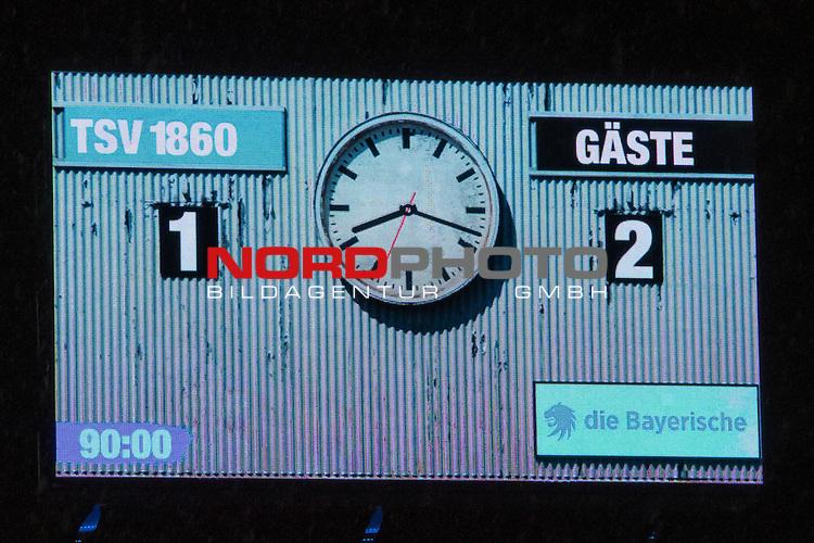 16.09.2016, Allianz Arena, Muenchen, GER, 2.FBL,  TSV 1860 Muenchen  vs. 1. FC Union Berlin , im Bild Endstand auf der Anzeigetafel 1-2 <br /> <br />  Foto &copy; nordphoto / Straubmeier