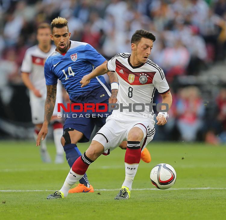DFB Freundschaftsl&auml;nderspiel, Deutschland vs. USA<br /> Danny Williams (USA), Mesut &Ouml;zil (Deutschland)<br /> <br /> Foto &copy; nordphoto /  Bratic