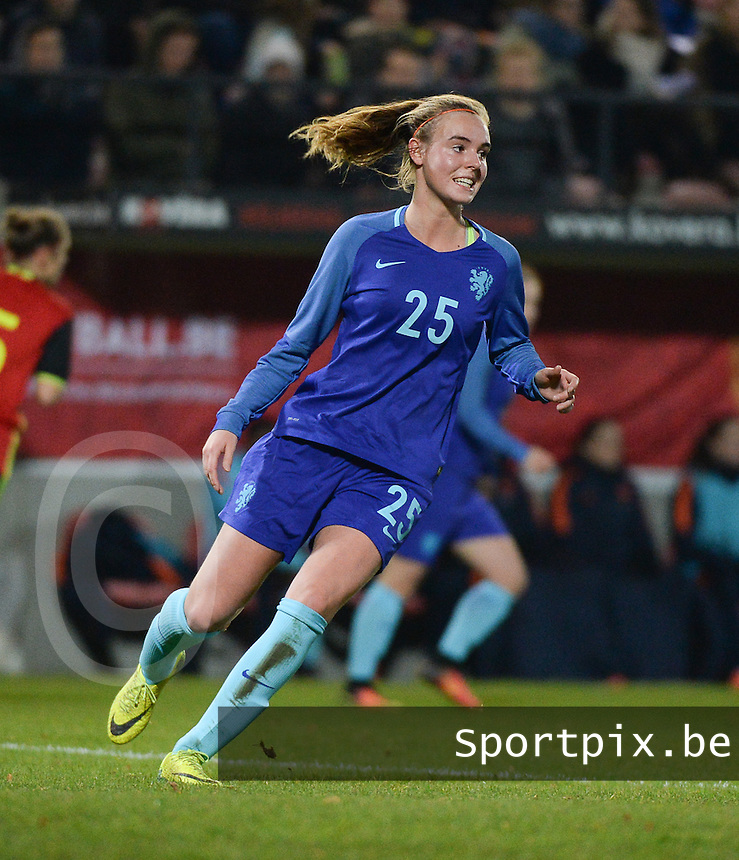 20161124 - LEUVEN ,  BELGIUM : Dutch Jill Roord pictured during the female soccer game between the Belgian Red Flames and The Netherlands , a friendly game before the European Championship in The Netherlands 2017  , Thursday 24 th November 2016 at Stadion Den Dreef  in Leuven , Belgium. PHOTO SPORTPIX.BE | DIRK VUYLSTEKE