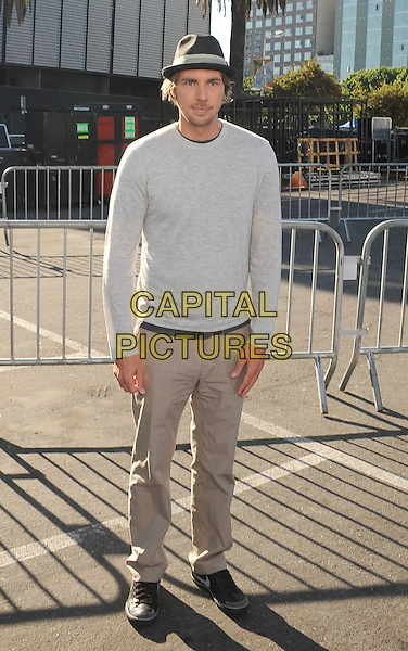 Dax Shepard.The 2011 Do Something Awards held at The Palladium in Hollywood, California, USA..August 14th, 2011.full length grey gray top beige khaki trousers hat.CAP/ROT/TM.©Tony Michaels/Roth Stock/Capital Pictures