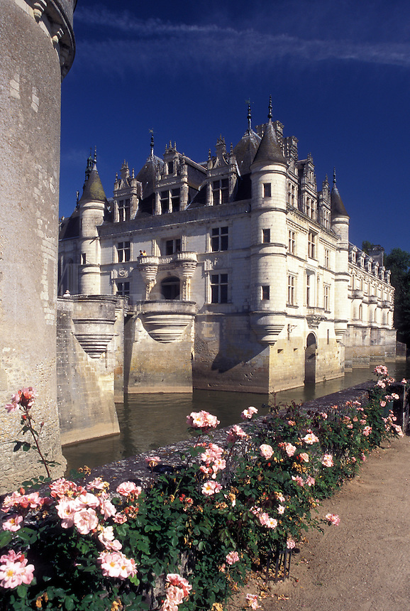 France, Loire Valley, castle, Chenonceau, Loire Castle Region, Indre-et-Loire, Europe, 16th century Chateau de Chenonceau and gardens.