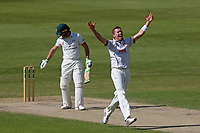 Peter Siddle of Essex celebrates taking the wicket of Ben Cox during Worcestershire CCC vs Essex CCC, Specsavers County Championship Division 1 Cricket at New Road on 13th May 2018