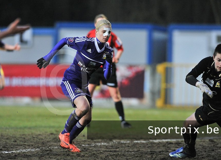 Waasland Beveren Sinaai Girls - RSC Anderlecht : Stephanie Van Gils.foto DAVID CATRY / Nikonpro.be