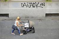 - Milano, donna e bambino<br />