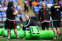 Conor O'Shea, Harlequins Director of Rugby, speaks with Adam Jones of Harlequins and John Kingston, Harlequins Head Coach, before the Aviva Premiership match between London Irish and Harlequins at the Madejski Stadium on Sunday 1st May 2016 (Photo: Rob Munro/Stewart Communications)