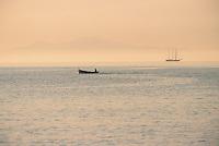 Europe/France/Corse/2B/Haute-Corse/Cap Corse/Erbalunga: Départ pour la pêche - En fond l'ile d'Elbe