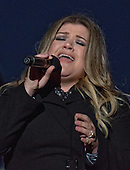 Singer Kelly Clarkson performs during the National Christmas Tree Lighting ceremony on the Ellipse in Washington, DC on Thursday, December 1, 2016.<br /> Credit: Ron Sachs / Pool via CNP