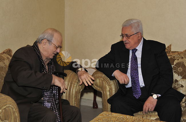 Palestinian President Mahmoud Abbas (Abu Mazen) meets with Farouk Kaddoumi in Amman on Dec 16,2010.  Photo by Omar Rashidi