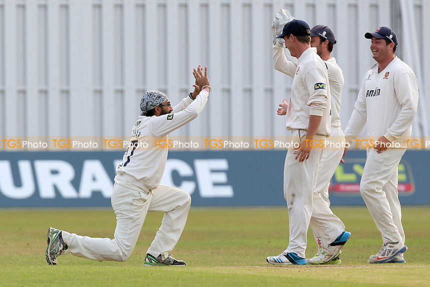 Monty Panesar of Essex celebrates the wicket of Greg Smith - Leicestershire CCC vs Essex CCC - LV County Championship Division Two Cricket at Grace Road, Leicester - 16/09/14 - MANDATORY CREDIT: Gavin Ellis/TGSPHOTO - Self billing applies where appropriate - contact@tgsphoto.co.uk - NO UNPAID USE
