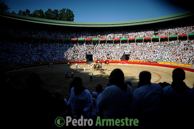 General view during a bullfight of the San Fermin festival at Pamplona's bullring on July 8, 2012, in Pamplona, northern Spain. The festival is a symbol of Spanish culture that attracts thousands of tourists to watch the bull runs despite heavy condemnation from animal rights groups . (c) Pedro ARMESTRE