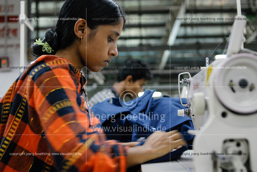 BANGLADESH , textile industry in Dhaka , Beximco textile factory produce Jeans for export for western discounter, department for sewing and confection / Bangladesch , Beximco Textilfabrik in Dhaka produziert Jeans fuer den Export fuer westliche Textildiscounter, Abteilung fuer Konfektion
