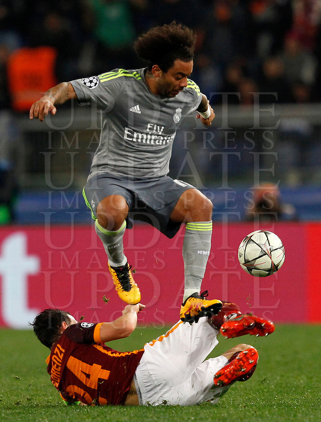 Calcio, andata degli ottavi di finale di Champions League: Roma vs Real Madrid. Roma, stadio Olimpico, 17 febbraio 2016.<br /> Real Madrid's Marcelo, bottom, is tackled by Roma's Alessandro Florenzi during the first leg round of 16 Champions League football match between Roma and Real Madrid, at Rome's Olympic stadium, 17 February 2016.<br /> UPDATE IMAGES PRESS/Riccardo De Luca