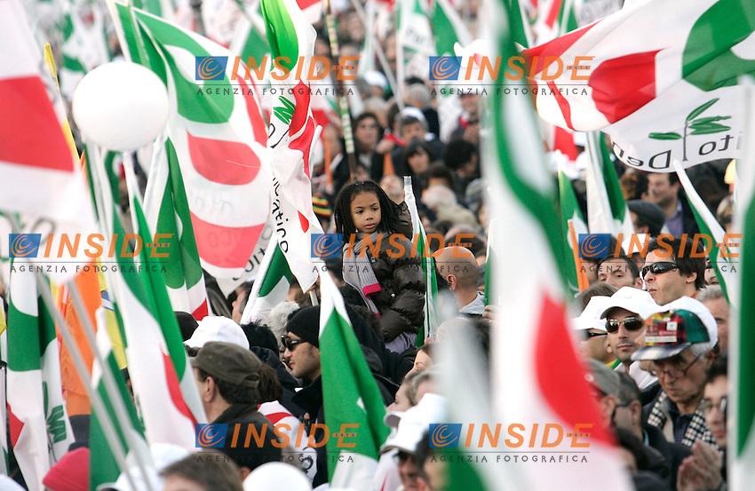 manifestanti, bandiere, striscioni<br /> Roma 11/12/2010 Manifestazione PD Partito Democratico: Con l'Italia che vuole cambiare.<br /> Demonstration of Democratic Party.<br /> Photo Zucchi Insidefoto