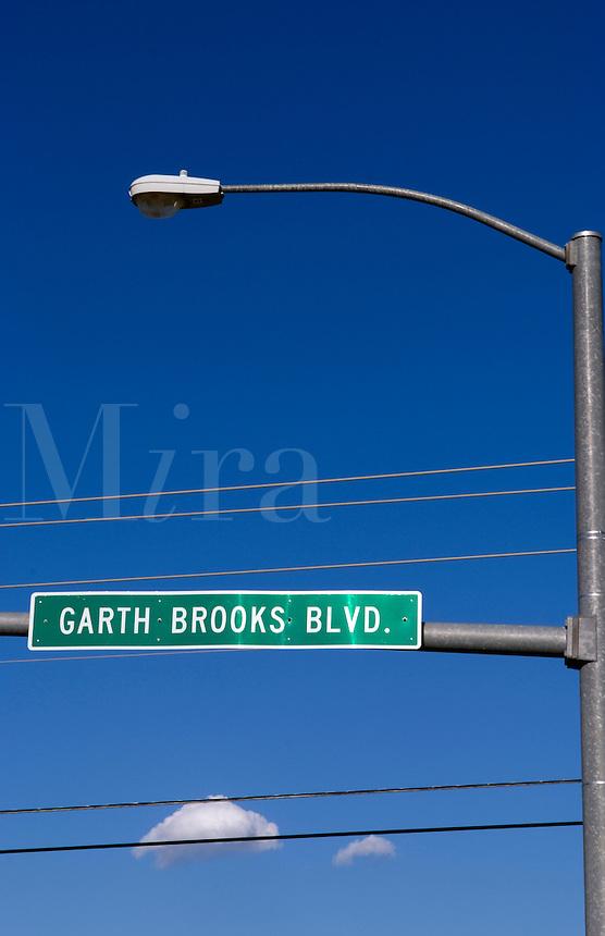 Country singing star Garth Brooks Boulevard to honor hometown boy in Yukon, Oklahoma