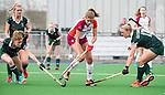 ALMERE - Hockey - Overgangsklasse competitie dames ALMERE- ROTTERDAM (0-0) .  Catherine Clot met  rechts Rosanne Gatsonides (R'dam) , links Frederique Moerman.   COPYRIGHT KOEN SUYK