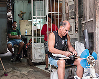 Shoe repairman with family, La Habana Vieja