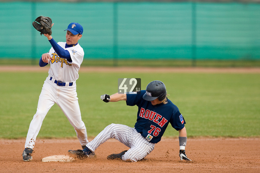 12 Oct 2008: Luc Piquet slides safely into second base over Lahcene Benhamida during game 2 of the french championship finals between Templiers (Senart) and Huskies (Rouen) in Chartres, France. The Huskies win 7-4 over the Templiers.