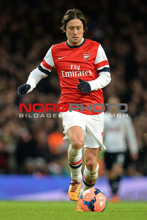 Arsenal's Tomas Rosicky runs with the ball   04/01/2014 - SPORT - FOOTBALL - Emirates Stadium - London - Arsenal v Tottenham Hotspur - FA Cup - Third Round<br /> Foto nph / Meredith<br /> <br /> ***** OUT OF UK *****