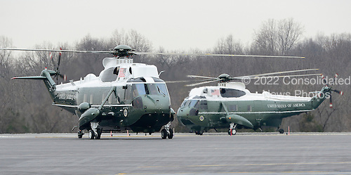 United States President Barack Obama arrives in Leesburg, Virginia aboard Marine 1 on Thursday, February 7, 2013.  He will proceed to the Lansdowne Resort in Lansdowne, Virginia to address the U.S. House Democratic Issues Conference..Credit: Ron Sachs / Pool via CNP