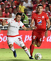 CALI - COLOMBIA, 28-02-2019: Carlos Sierra del América disputa el balón con John Velasquez del Santa Fe durante partido por la fecha 7 de la Liga Águila I 2019 entre América de Cali e Independiente Santa Fe jugado en el estadio Pascual Guerrero de la ciudad de Cali. / Carlos Sierra of America struggles the ball with John Velasquez of Santa Fe during match for the date 7 as part of Aguila League I 2019 between America Cali and Independiente Santa Fe played at Pascual Guerrero stadium in Cali. Photo: VizzorImage / Gabriel Aponte / Staff