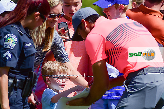 Jason Day (AUS) signs autographs enroute to the practice green during the practice round of the World Golf Championships, Dell Technologies Match Play, Austin Country Club, Austin, Texas, USA. 3/21/2017.<br /> Picture: Golffile | Ken Murray<br /> <br /> <br /> All photo usage must carry mandatory copyright credit (&copy; Golffile | Ken Murray)