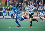 UTRECHT - Ties Ceulemans (Kampong) met Nicky Leijs (Adam)   tijdens de hoofdklasse hockeywedstrijd mannen, Kampong-Amsterdam (4-3). COPYRIGHT KOEN SUYK