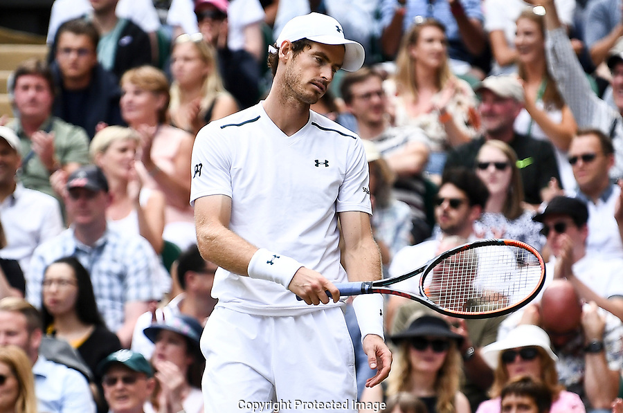 Dejected Andy Murray (GBR)