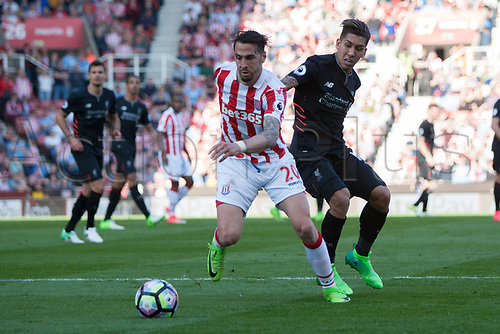 April 8th 2017, bet365 Stadium, Stoke on Trent, Staffordshire, England; EPL Premier League football, Stoke City versus Liverpool; Stoke City's Geoff Cameron and Liverpool's Roberto Firmino fight over a loose ball