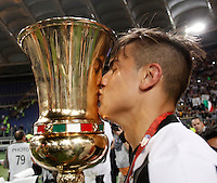 Calcio, finale Tim Cup: Milan vs Juventus. Roma, stadio Olimpico, 21 maggio 2016.<br /> Juventus&rsquo; Paulo Dybala kisses the trophy at the end of the Italian Cup final football match between AC Milan and Juventus at Rome's Olympic stadium, 21 May 2016. Juventus won 1-0 in the extra time.<br /> UPDATE IMAGES PRESS/Isabella Bonotto