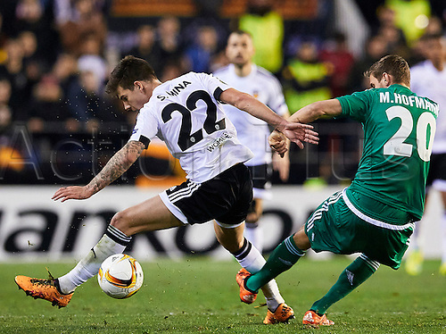 18.02.2016. Mestalla Stadium, Valencia, Spain. Europa League. Valencia versus Rapid Wien. Forward Santi Mina of Valencia CF (L) is challenged by Defender Maximilian Hofmann of Rapid