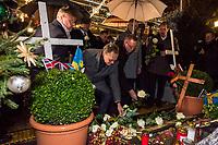 Offizielle Eroeffnung des Berliner Weihnachtsmarkt am Breitscheidplatz am Abend des 27. November 2017 durch den Regierenden Buergermeister Michael Mueller.<br /> Nach dem LKW-Anschlag am 19. Dezember 2016 findet der Weihnachtsmarkt unter verschaerften Sicherheitsvorkehrungen statt. So wurden Beton-Barrieren um den Weihnachtsmarkt aufgestellt und mehr Polizeistreifen sind zum Schutz der Besucher unterwegs.<br /> Bildmitte: Buergermeister Michael Mueller.<br /> 27.11.2017, Berlin<br /> Copyright: Christian-Ditsch.de<br /> [Inhaltsveraendernde Manipulation des Fotos nur nach ausdruecklicher Genehmigung des Fotografen. Vereinbarungen ueber Abtretung von Persoenlichkeitsrechten/Model Release der abgebildeten Person/Personen liegen nicht vor. NO MODEL RELEASE! Nur fuer Redaktionelle Zwecke. Don't publish without copyright Christian-Ditsch.de, Veroeffentlichung nur mit Fotografennennung, sowie gegen Honorar, MwSt. und Beleg. Konto: I N G - D i B a, IBAN DE58500105175400192269, BIC INGDDEFFXXX, Kontakt: post@christian-ditsch.de<br /> Bei der Bearbeitung der Dateiinformationen darf die Urheberkennzeichnung in den EXIF- und  IPTC-Daten nicht entfernt werden, diese sind in digitalen Medien nach §95c UrhG rechtlich geschuetzt. Der Urhebervermerk wird gemaess §13 UrhG verlangt.]