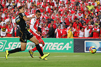 BOGOTA - COLOMBIA - 22 -06 -2013: Wilder Medina ( Der)   jugador del Independiente Santa Fe patea y anota su gol contra  el Caldas  durante partido en el estadio Nemesio Camacho El Campín  de la ciudad de Bogotá , junio 22  de 2013. partido correspondiente a la terecera fecha de los  cuadrangulares semifinales F 1 de la Liga Postobon I. (Foto: VizzorImage / Felipe Caicedo / Staff).BOGOTA - COLOMBIA - 22 -06 -2013: Wilder Medina (Right) Independiente Santa Fe player kicks and scores his goal against Caldas during party in the stadium Nemesio Camacho El Campin in Bogota, June 22, 2013. terecera game for the date of the quadrangular semifinals F 1 Postobon League I.<br />