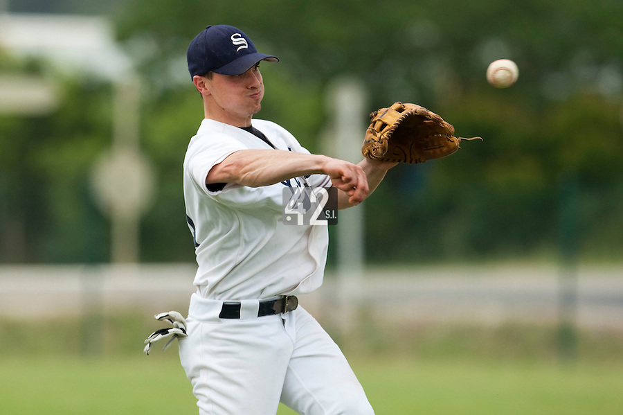 21 May 2009: Yann Dal Zotto of Savigny throws a ball to first base during the 2009 challenge de France, a tournament with the best French baseball teams - all eight elite league clubs - to determine a spot in the European Cup next year, at Montpellier, France.