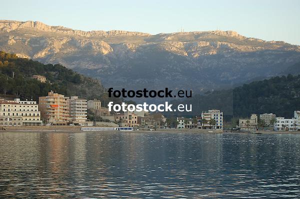 Puerto de S&oacute;ller (Port Soller) and Tramuntana mountains<br /> <br /> Puerto de S&oacute;ller y Serra de Tramuntana (Sierra de Tramontana)<br /> <br /> Puerto de S&oacute;ller und Tramuntana-Gebirge<br /> <br /> 3039 x 2014 px