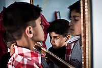 EGYPT, 6 of October City: Mohammed and Youssef area playing in front of a mirror.  28th February 2014<br /> <br /> Egypte, ville du 6 octobre: Mohammed et Youssef jouent devant un mirroir. 28 fevrier 2014.