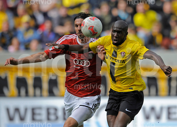 Fussball, 2. Bundesliga, Saison 2012/13, SG Dynamo Dresden - FC Ingolstadt, Sonntag (23.09.12), Dresden, Gluecksgas Stadion. Dresdens Mickael Pote (re.) gegen Ingolstadts Marino Biliskov.