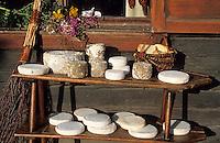 Europe/France/Rhône-Alpes/74/Haute-Savoie/La Croix Fry: Plateau de fromages des Savoies (persillés, reblochon et tomme) à l'auberge