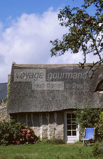 """Europe/France/Bretagne/29/Finistère/Névez: Habitat traditionnel breton - Maison batie à la fin du XVIIIème siècle en """"pierre debout"""" (""""Mein Zao"""")"""