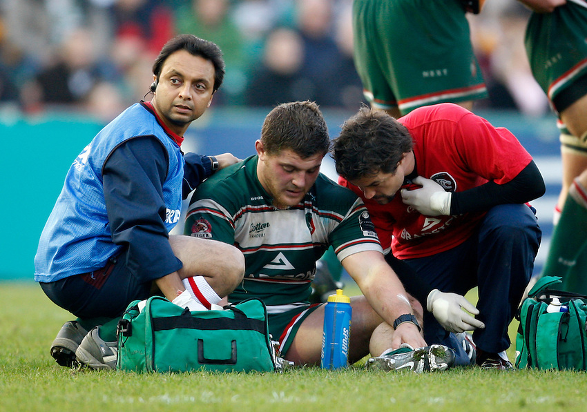 Photo: Richard Lane/Richard Lane Photography..Leicester Tigers v Cardiff Blues. EDF Energy Cup. 03/11/2007. .Tigers' Benjamin Kayser receives medical treatment.