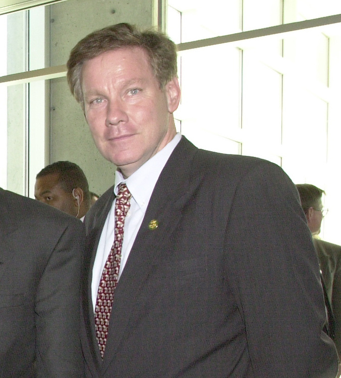 RC20000228-500-IW: February 28, 2000: Rep. Tom Davis at America Online headquarters.            Ian Wagreich/Roll Call