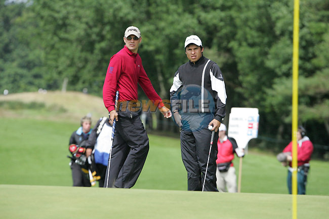 Gregory Havret and Andres Romero check their lines on their final hole the 9th during the 2nd round of the Smurfit Kappa European Open at The K Club, Strffan,Co.Kildare, Ireland 6th July 2007 (Photo by Eoin Clarke/NEWSFILE)