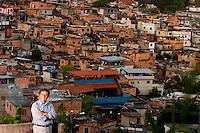 Belo Horizonte_MG, Brasil...Claudio Beato, sociologo, coordenador geral do CRISP (Centro de Estudos de Criminalidade e Seguranca Publica), na Pedreira Prado Lopes onde atua o projeto Fica Vivo...Claudio Beato, He is sociologist, coordinator of the CRISP (Centro de Estudos de Criminalidade e Seguranca Publica), in Pedreira Prado Lopes where has the project Fica Vivo...Foto: LEO DRUMOND / NITRO
