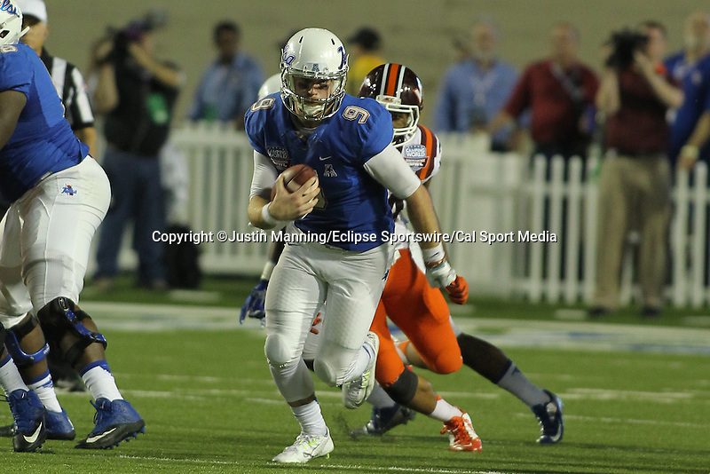 December 26, 2015: Tulsa Quarterback Dane Evans scrambling in the 2nd half of the Camping World Independence Bowl at Independence Stadium in Shreveport, LA. Justin Manning/ESW/CSM