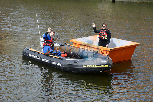 Craig Hetherington takes a turn at the kip in the skip with Dave Sheeran in the dinghy www.newsfile.ie www.newsfile.ie www.newsfile.ie