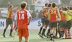 Champions Trophy Hockey mannen finale Nederland-Spanje (2-4). teun de Nooijer kijkt toe als de Spanjaarden na het laatste fluitsignaal feestvieren.